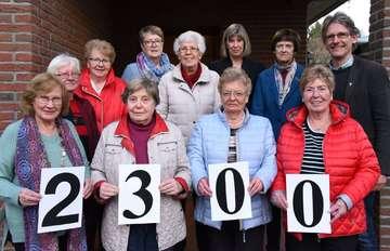 Bastelgruppe spendet 2300 Euro für Frauenhaus und Pastorenstelle