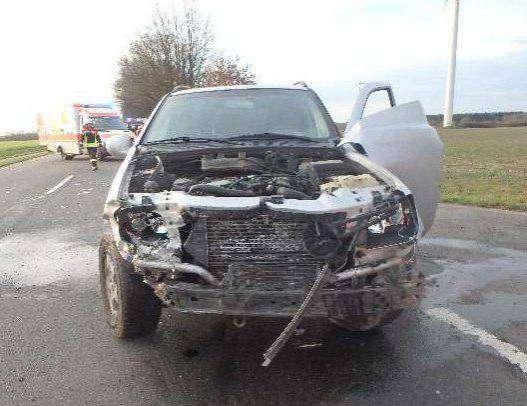 Der Mercedes nach dem Unfall: Die Polizei spricht von Totalschaden.