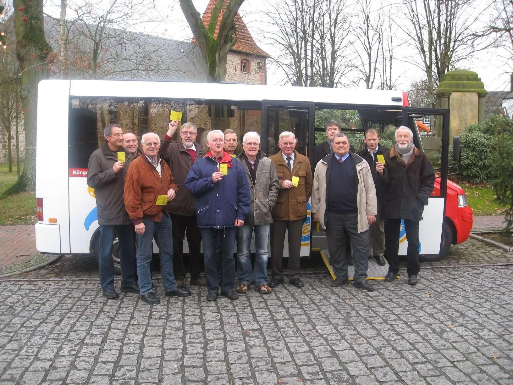 Die Fahrer der ersten Stunde mit Vereinschef Ulrich Thiart (rechts).