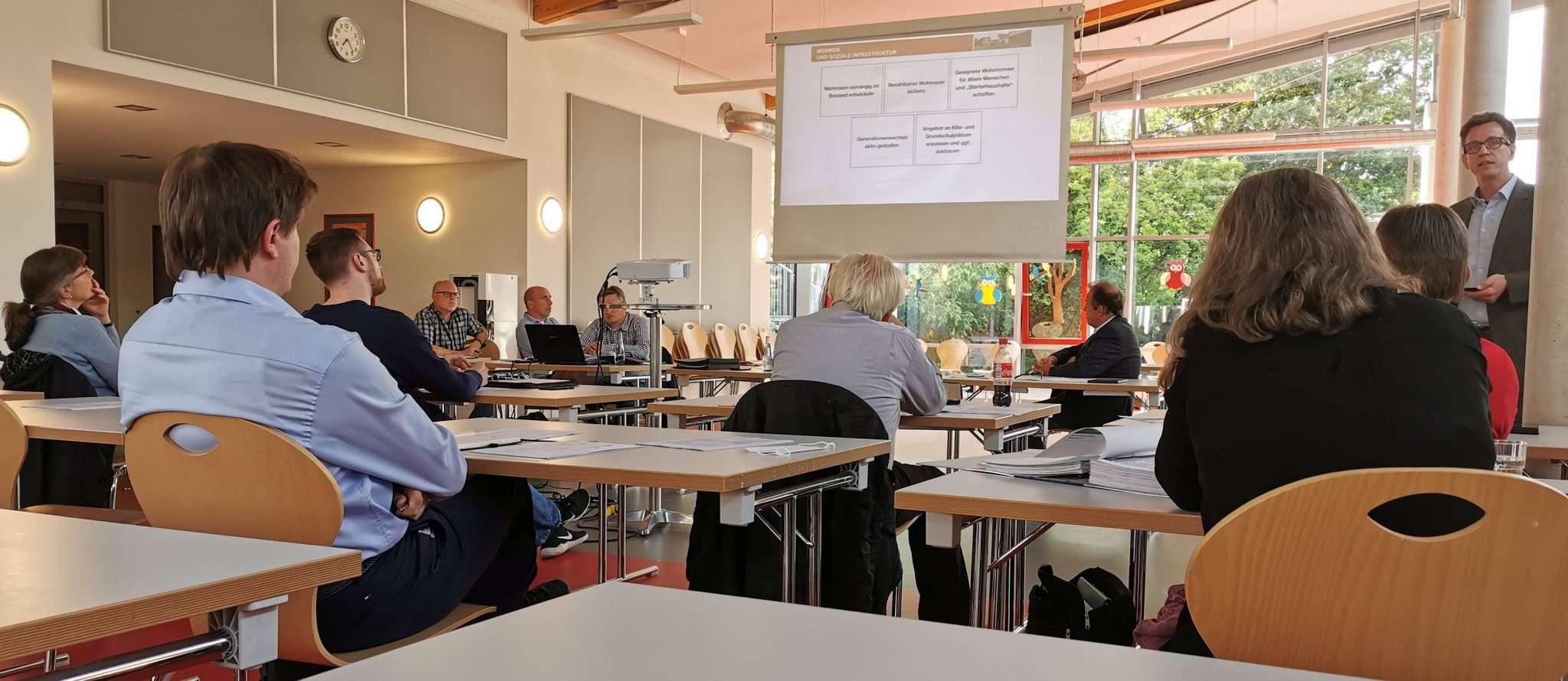 Ulrich Berding (hinten rechts) stellte die bisherigen Ergebnisse von