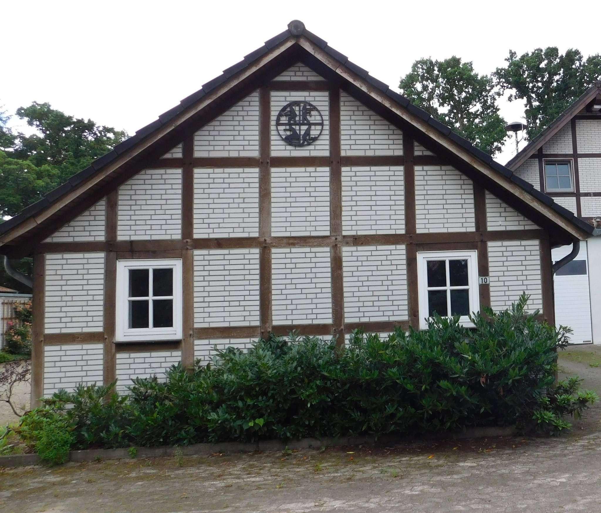 Gelände und Kalthaus gehören in eine Hand, solange die Feuerwehr beides nutzt: Unter dieser Maßgabe trat der Hellweger Gemeinderat seine Ansprüche an die Samtgemeinde Sottrum ab.
