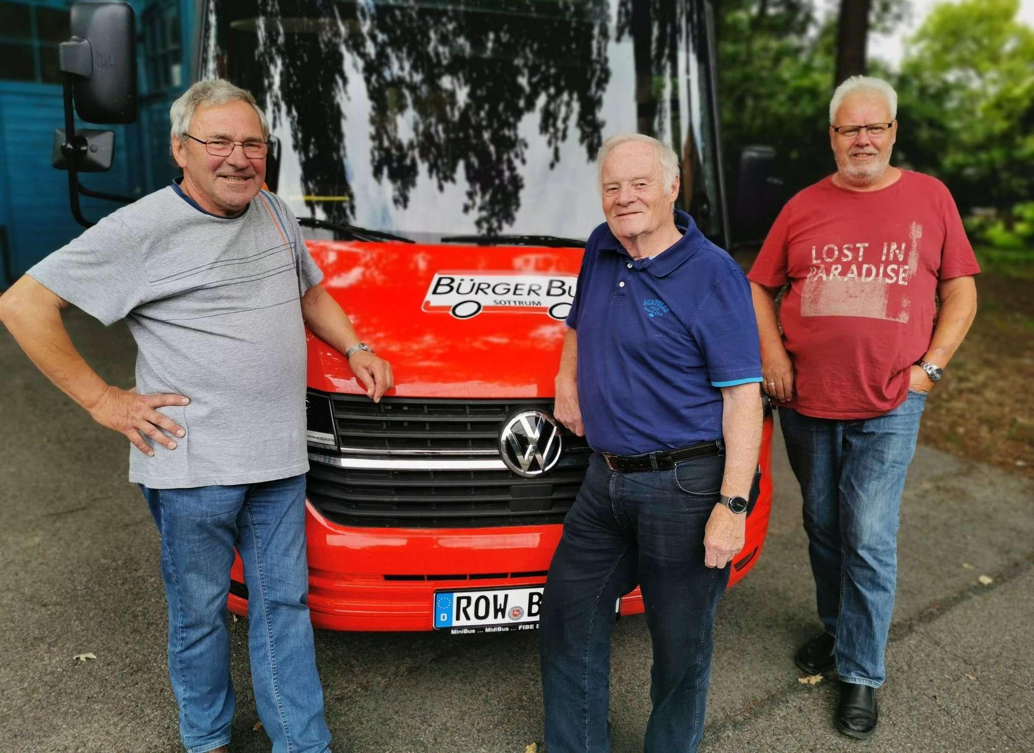 Die Fahrdienstleiter Wilfried Wolters (von links), Rainer Bachmann und Werner Döscher hoffen, neue Fahrer für den Bürgerbus gewinnen zu können.