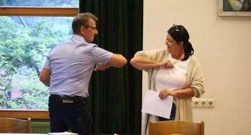 Ahauser Rat wählt neuen Bürgermeister ins Amt  Von Henning Leeske