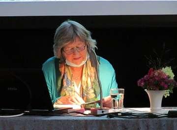 Nullmeyer stellt ihre Autobiografie im Heimat und Kulturhaus in Hellwege vor  Von Wilfried Adelmann