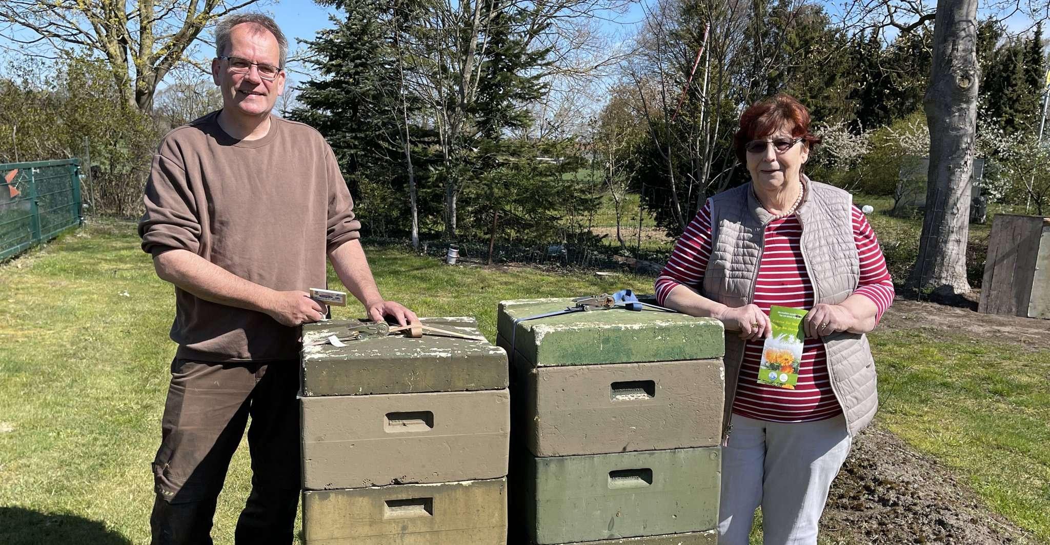 Christian Nehrke und Elisabeth Blohm hoffen auf eine große Resonanz auf die Blühstreifen-Aktion des Vereins Kräuterregion Wiesteniederung.