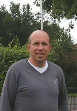 Zum Fußball gucken beim Kandidaten Holger Bahrenburg  VON MATTHIAS RÖHRS