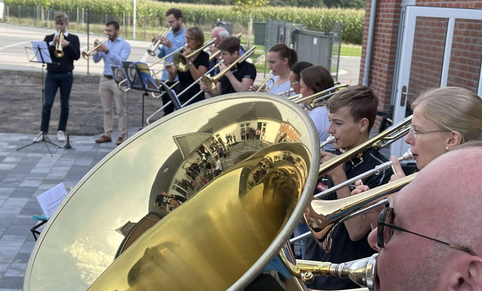 Auch der Posaunenchor unter Leitung von Simeon Rehr durfte beim Tag der offenen Tür nicht fehlen.