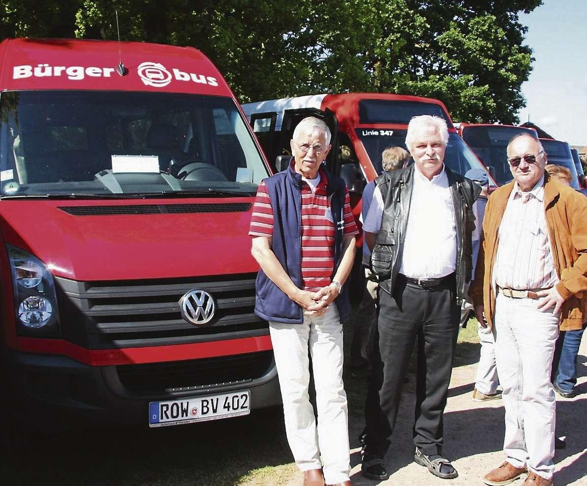Wolf Fischer (von links), Volker Treichel und Lothar Rauchfuß vertraten den Visselhöveder Bürgerbus in Westerstede.