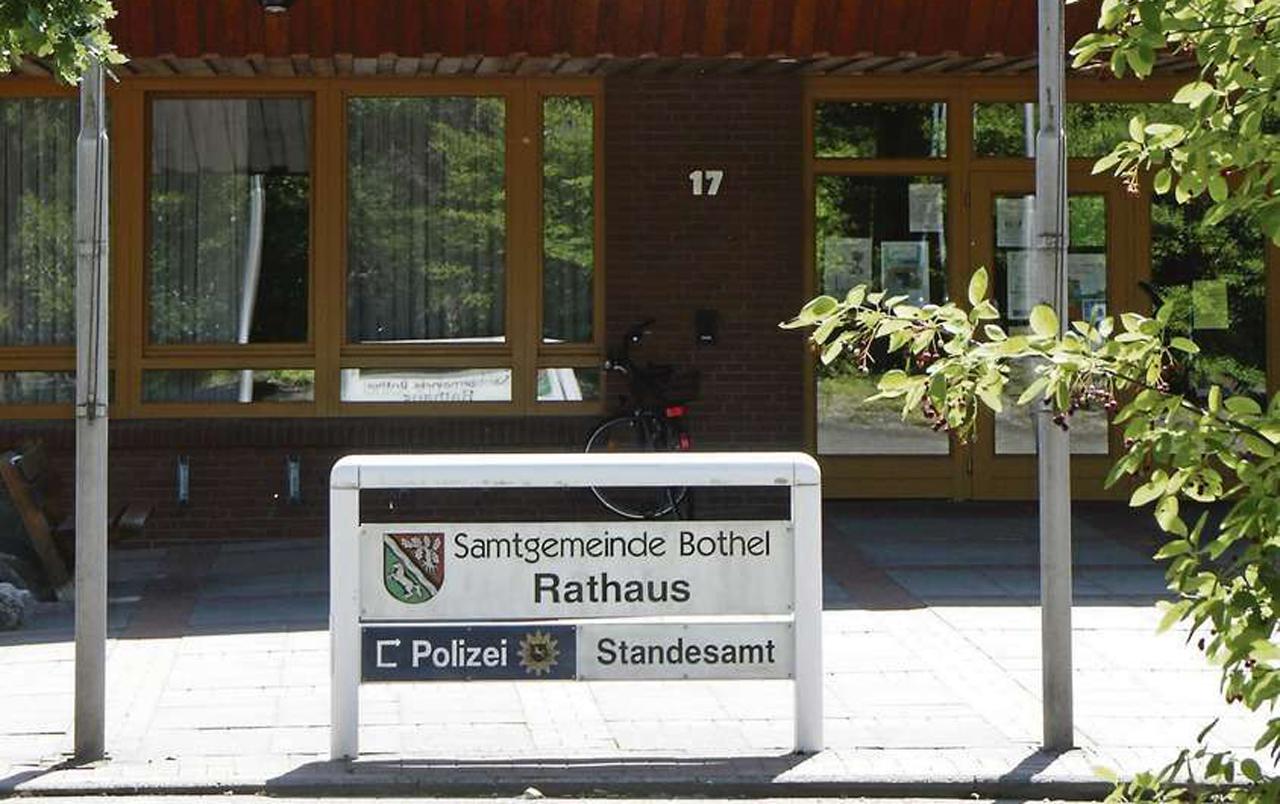 Ermittler der Staatsanwaltschaft Verden hatten im Mai unter anderem das Botheler Rathaus im Visier, durchsuchten aber auch Wohnungen und ein Firmenbüro in Bothel.