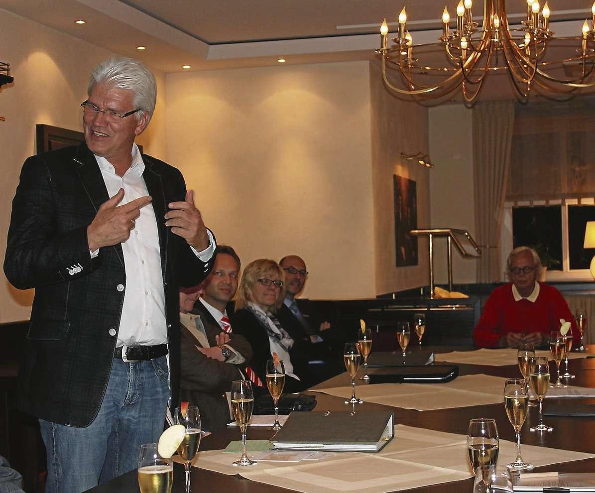 Geburtsstunde der Bürgerstiftung in Visselhövede: Bürgermeister Ralf Goebel richtete Begrüßungsworte an die anwesenden Mitgründer.