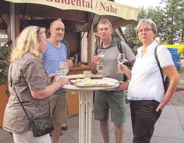Neuntes Weinfest lockt viele Bürger zum Visselhöveder Rathaus