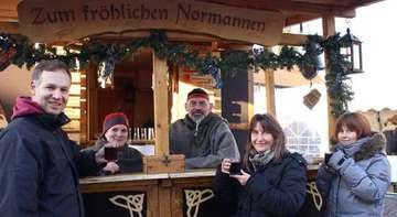 Weihnachtszauber mit Tannenverkauf Schneeberg und Ständen