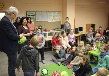 Zusammenschluss Jeddingen empfängt Wittorfer Schulkinder