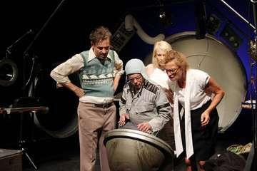 Ensemble des Theater Metronom probt für BlackoutPremiere  Von Nina Baucke