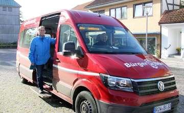 Eckhard Langanke freut sich über Neuerungen am Bürgerbus