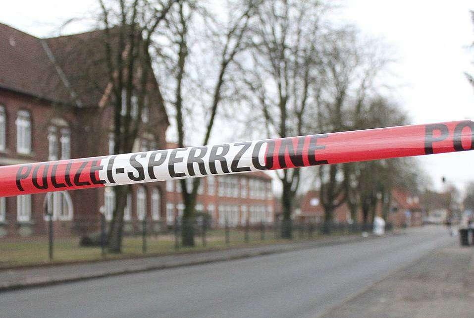 Der Tatort am 9. Januar vor der Kastanienschule: Im April war der Polizei die Festnahme der Täter gelungen, jetzt erhebt die Staatsanwaltaschaft Anklage. Foto: Archiv