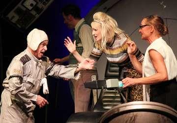 BlackoutUraufführung im Theater Metronom in Hütthof  Von Nina Baucke