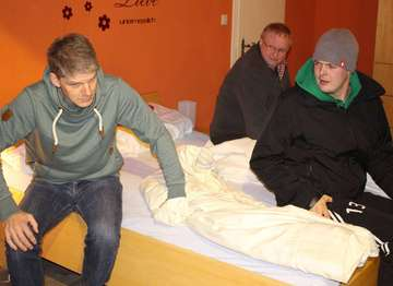 Jeddinger Laienspielgruppe probt für Komödienpremiere  Von Henning Leeske