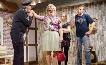 Theatergruppe Hemsbünde Krüüzfohrt in Schwienestall