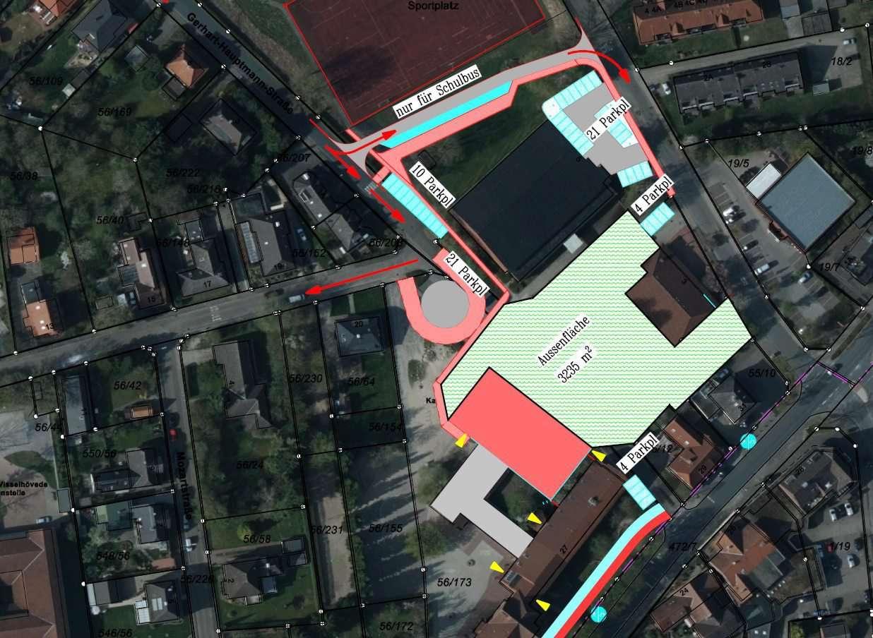 Der geplante Primar Campus: Eine Variante sieht die Busführung zwischen Turnhalle und Sportplatz vor (siehe Bild), eine weitere führt über die Eichenstraße.