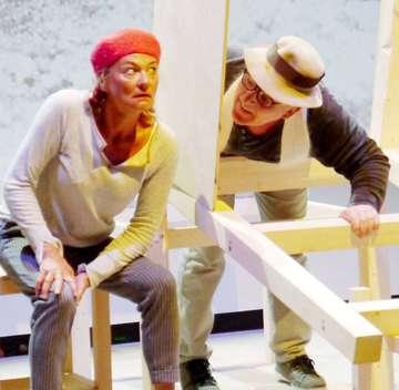 Karin Schroeder und Andreas Goehrt begeistern im Theater Metronom mit Däumelin  Von Janila Dierks