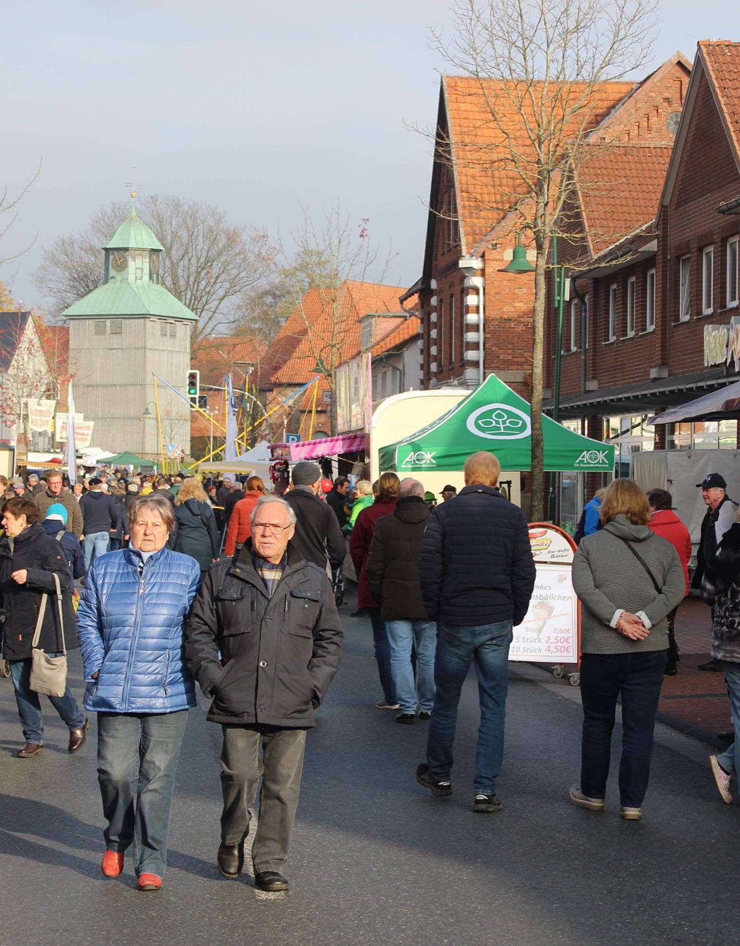 Zahlreiche Marktbummler waren in Visselhövede unterwegs. Foto: Henning Leeske