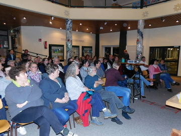 Eltern laden zur Diskussionsrunde zum Thema Primar Campus  Von Sünje Lo�s