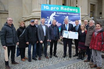 Interessengemeinschaft übergibt Unterschriften in Hannover  Von Henning Leeske