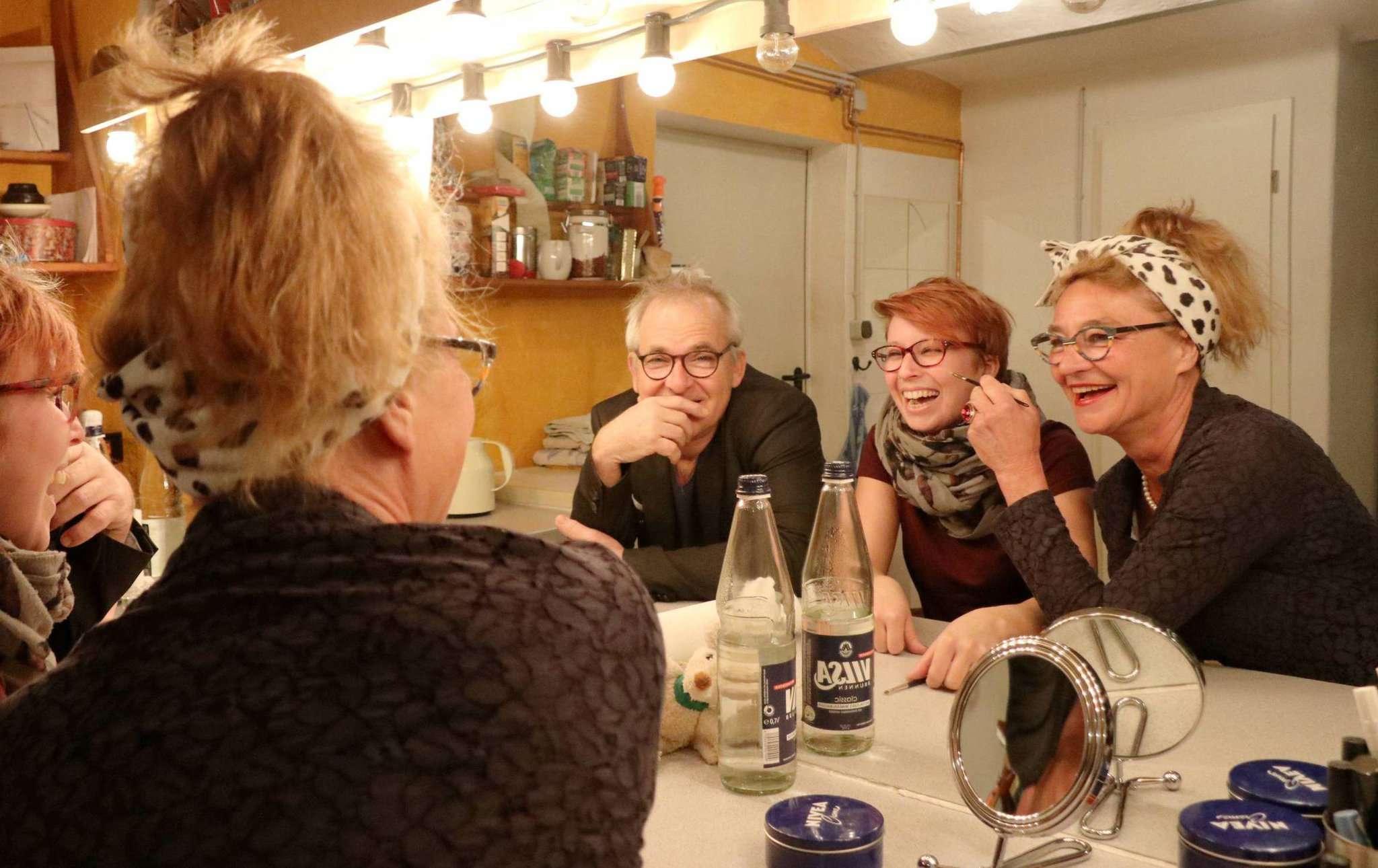 Karin Schroeder (von rechts), Tomke Heeren und Andreas Goehrt vom Theater Metronom haben im großen Jubiläumsjahr viel vor. Foto: Nina Baucke