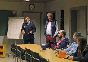 Zehn Feuerwehranwärter nehmen Truppmannausbildung auf