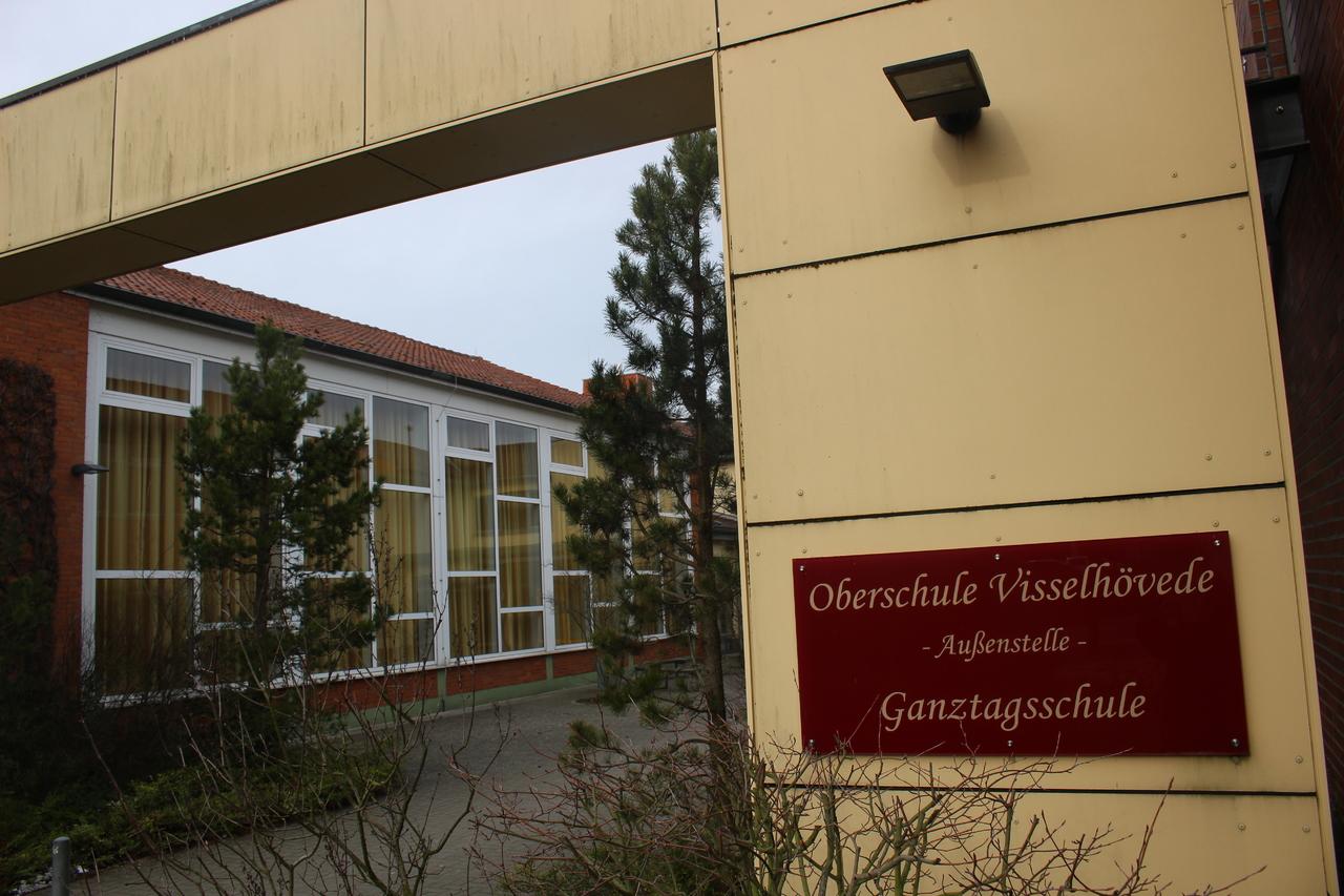 An der Oberschule müssen die Schüler voraussichtlich noch länger auf eine Sanierung der Toiletten warten. Archivfoto: Henning Leeske