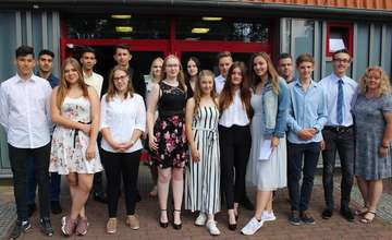53 Absolventen verabschieden sich von der Oberschule  Von Henning Leeske