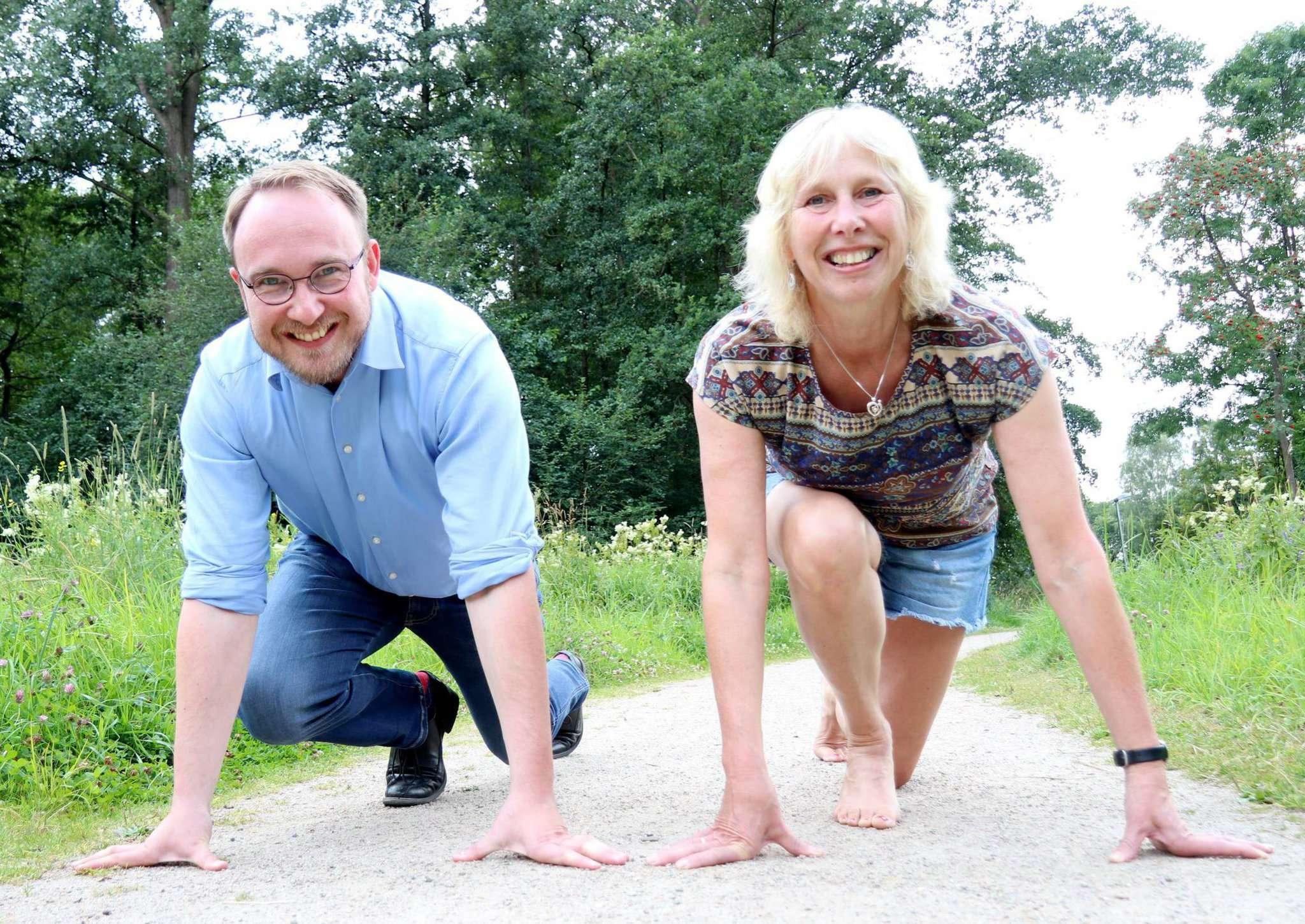 Gemeinwesensarbeiter Christian Oddoy und Irene Wachtmann vom Verein Freilauf Visselhövede stehen für den Spendenlauf in den Startlöchern. Foto: Nina Baucke