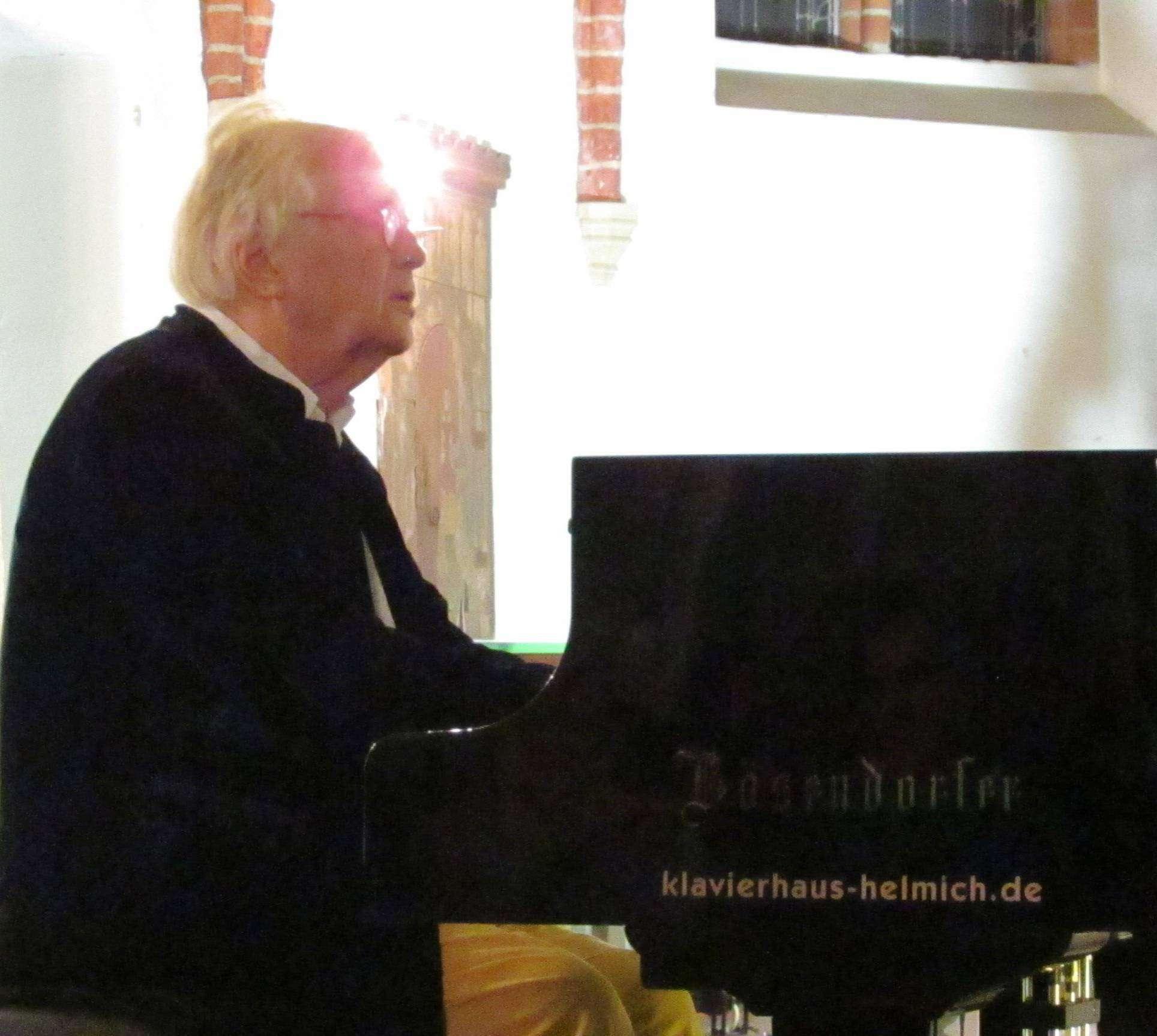 Justus Frantz begeisterte sein Visselhöveder Publikum mit Beethoven-Werken. Foto: Wilfried Adelmann