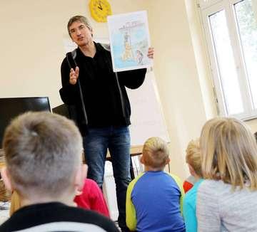 Josef Koller präsentiert seine Kinderbücher