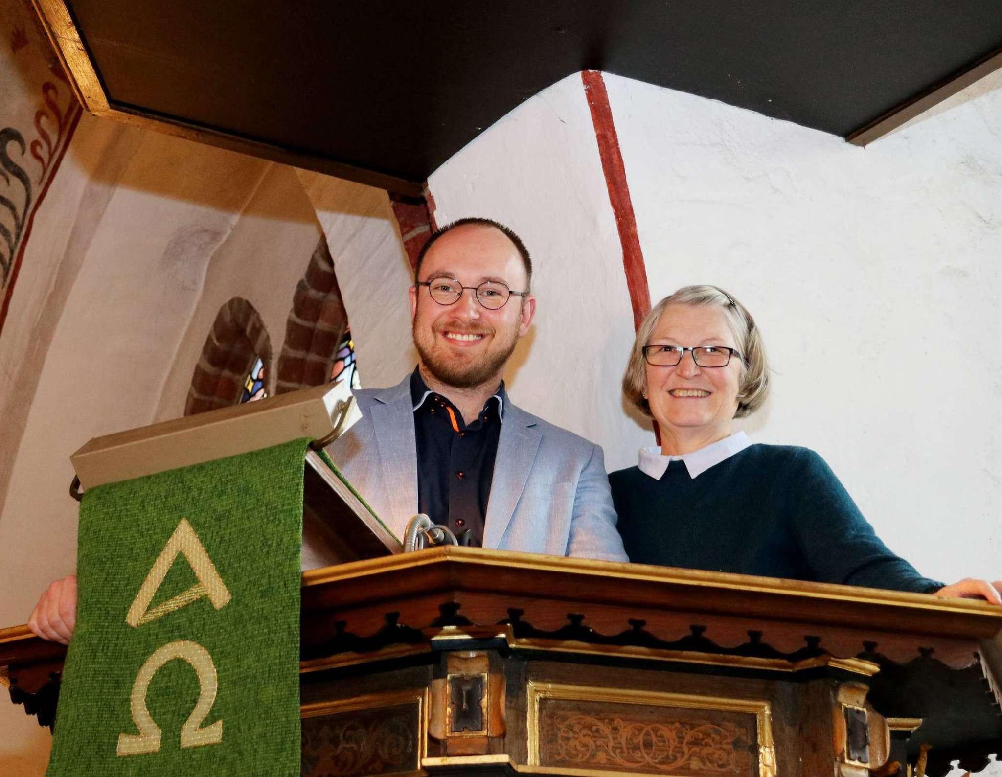 Christian Oddoy und Karin Klement planen eine Dialogpredigt zum Volkstrauertag. Foto: Nina Baucke