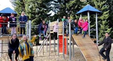 Kastanienschule freut sich über neues Spielgerät für die Pausen  Von Nina Baucke