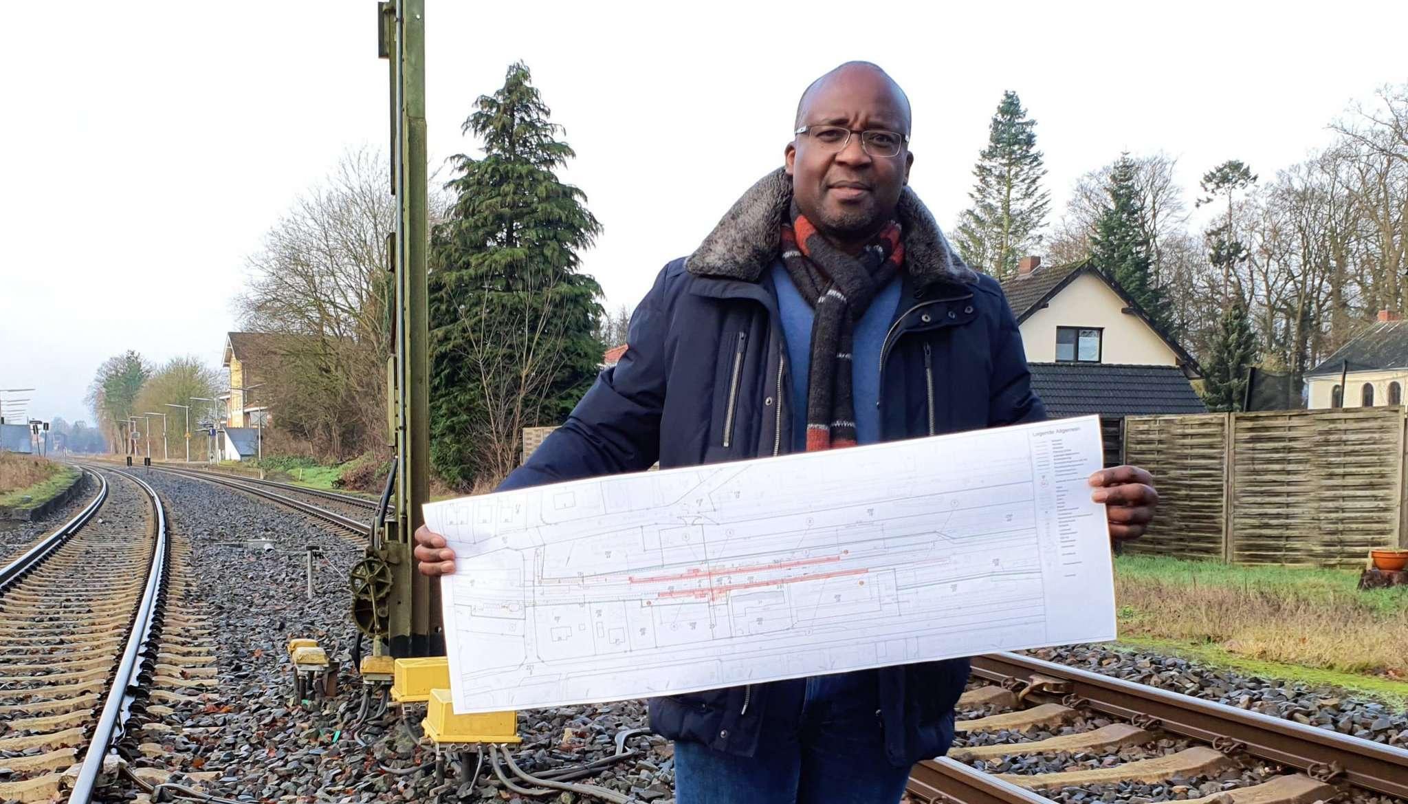 Tam Ofori-Thomas hofft, dass der Bahnhof für Reisende attraktiver wird.