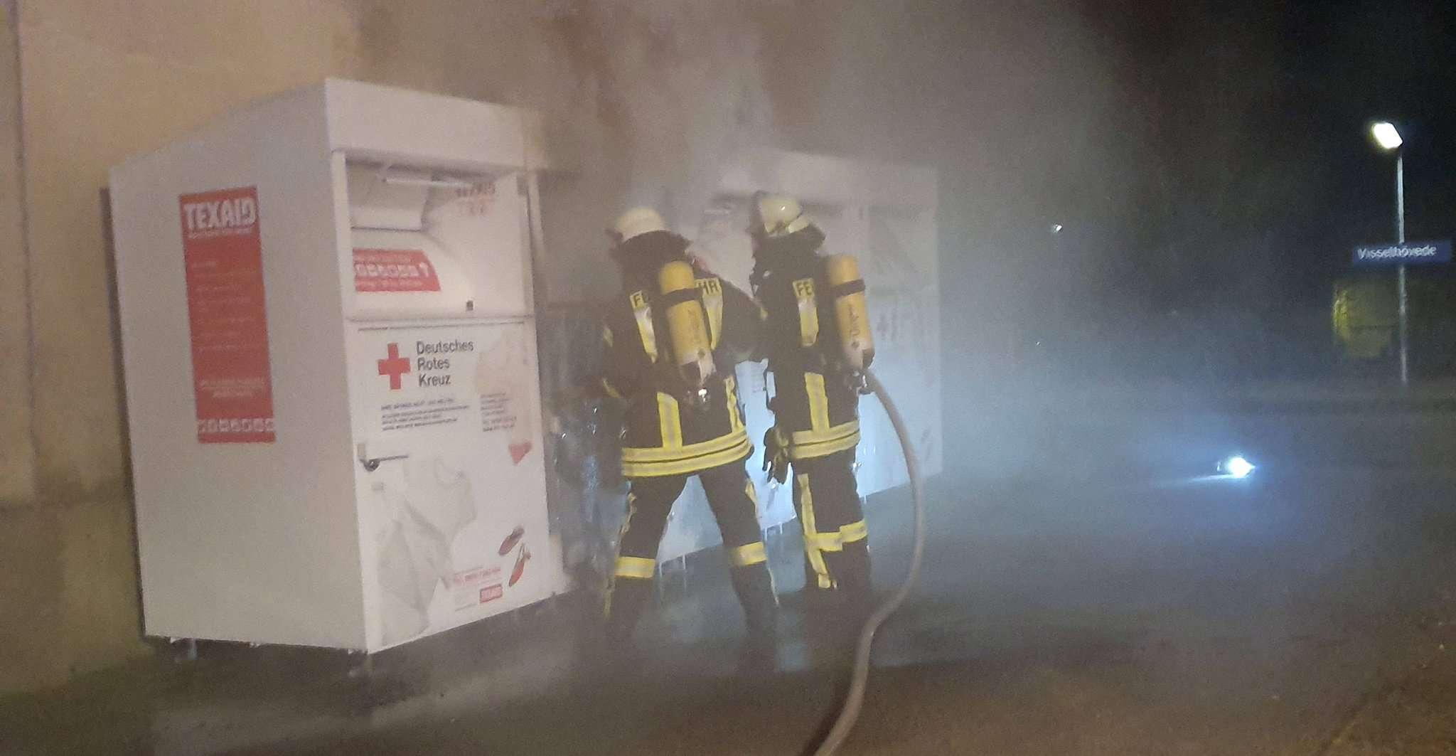 Den Einsatzkräften gelang es, das Feuer zu löschen, bevor es übergreifen konnte.