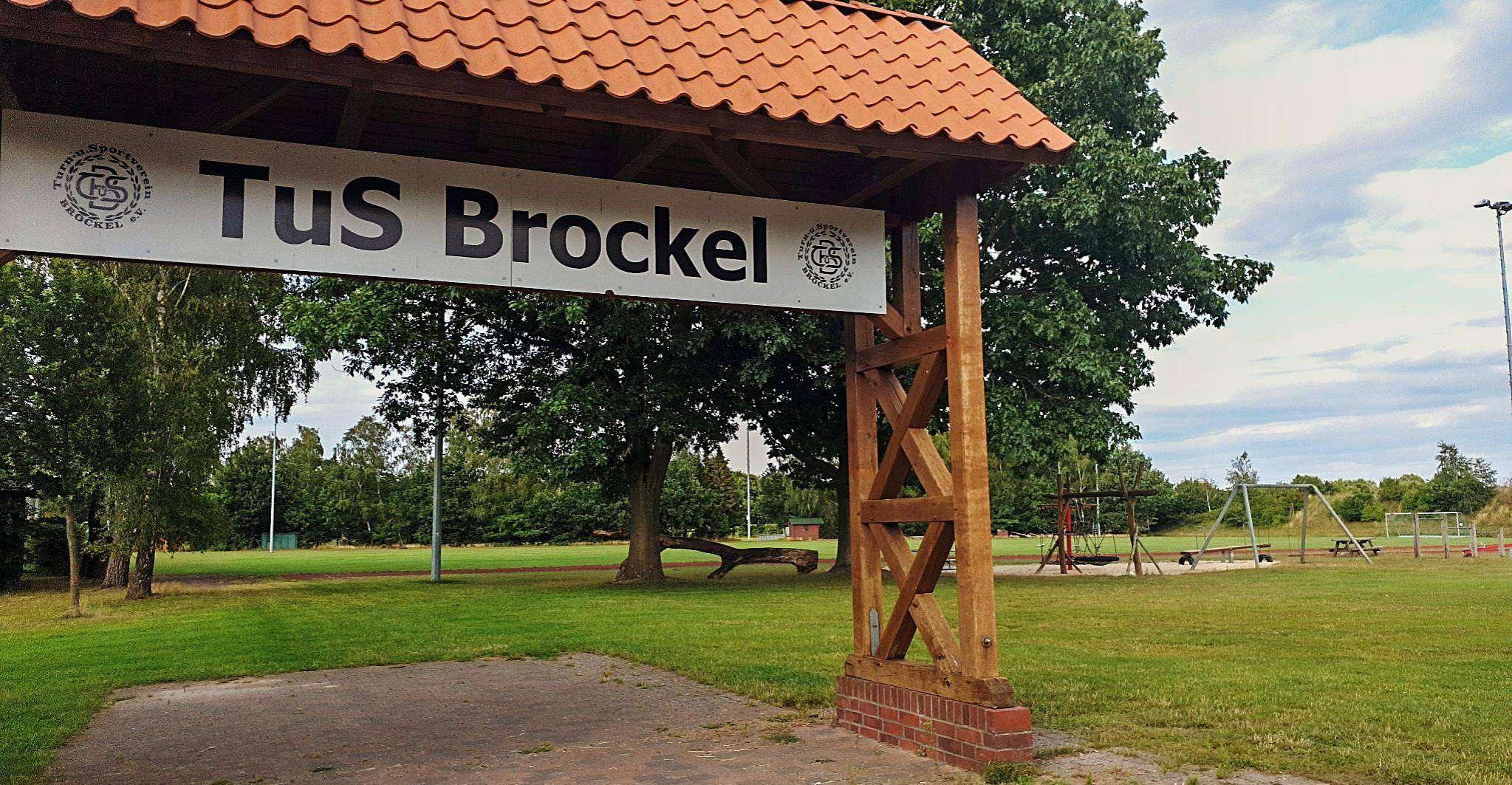 Der Brockeler Sportplatz verfügt über eine neu installierte Beregnungsanlage. Foto: Tobias Woelki