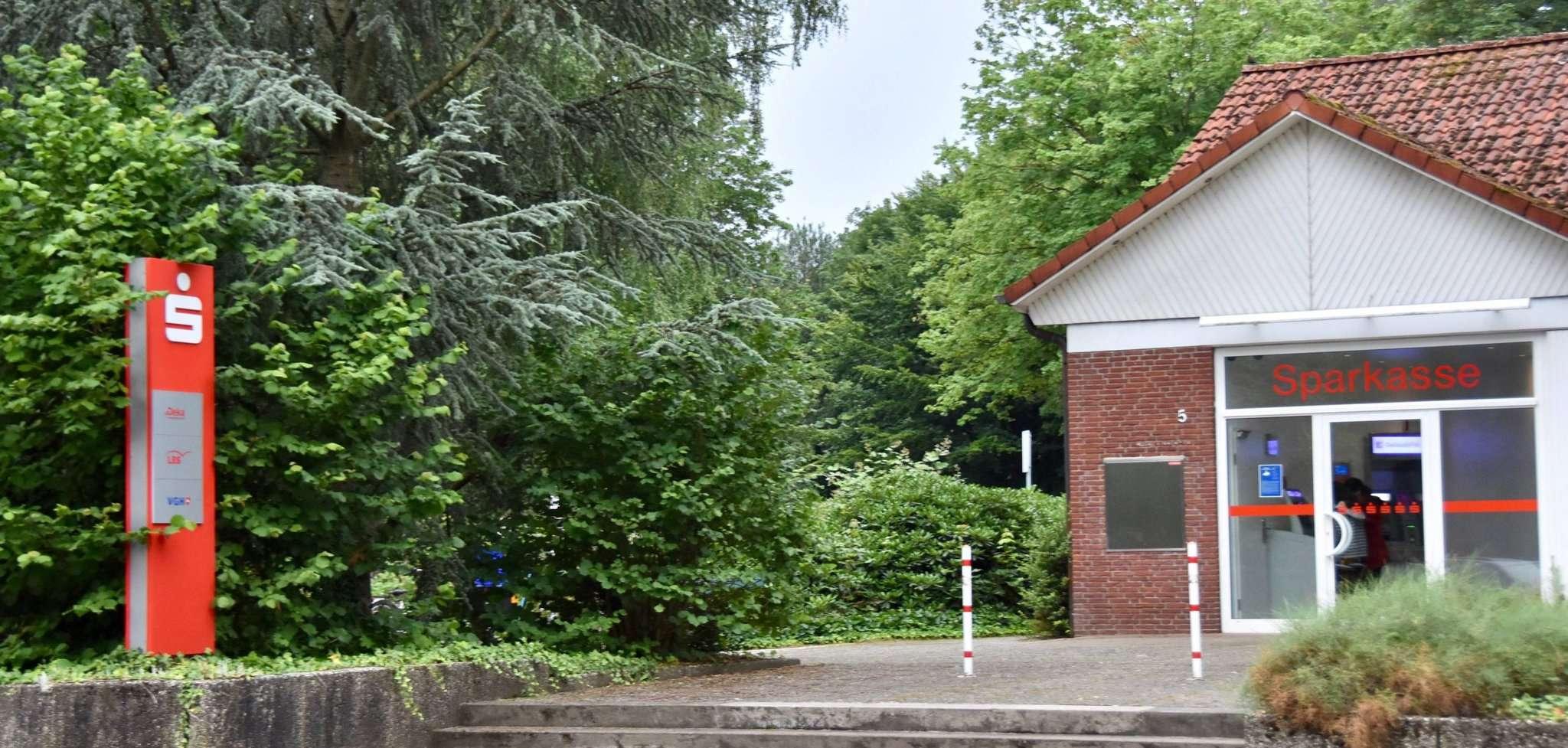 Die ehemalige Sparkasse wird nun umgebaut, zwei Kindergartengruppen werden ab 2022 hier zu Hause sein. Foto: Judith Tausendfreund