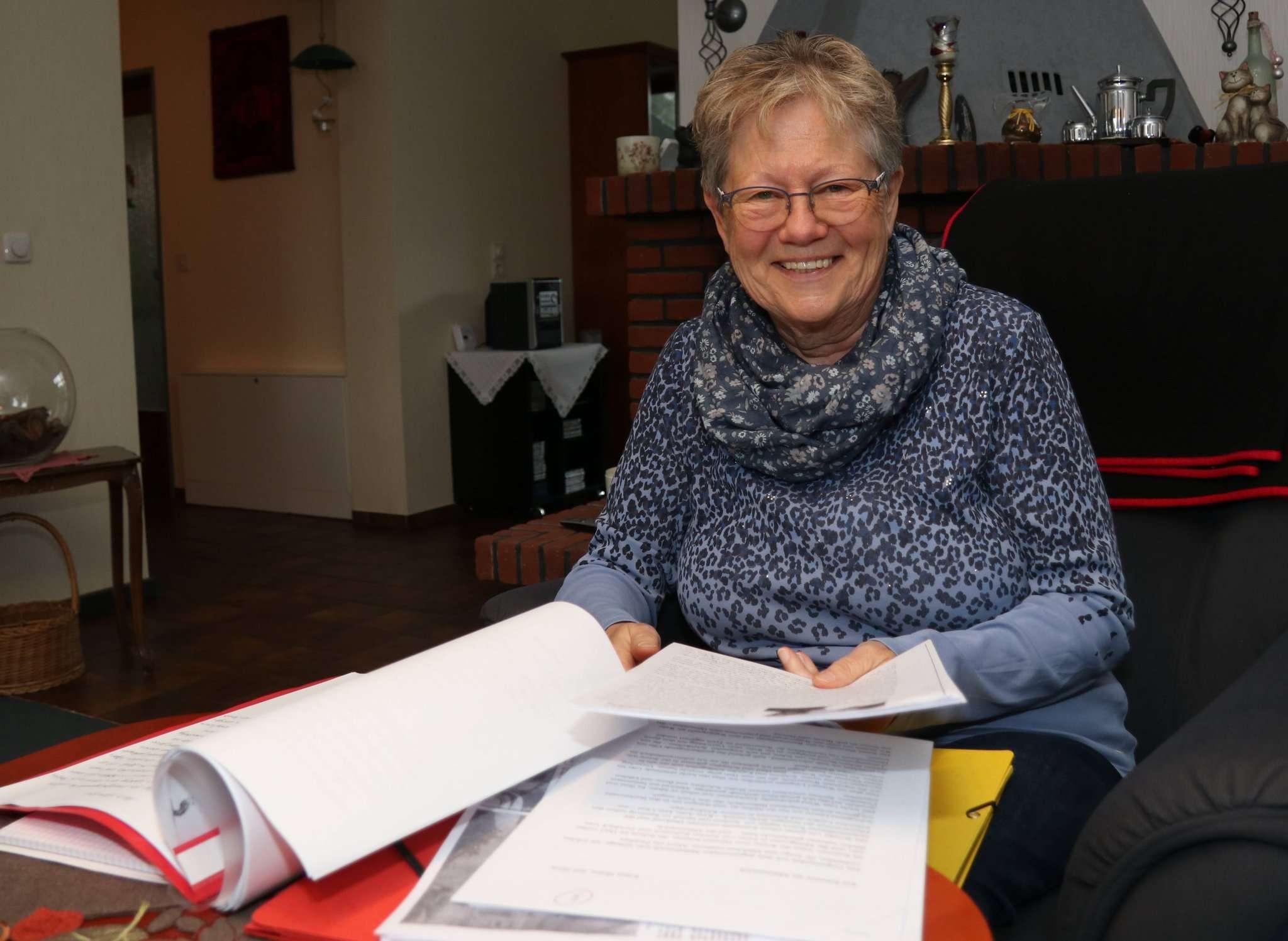 Margret Puppa hat Wittorfer Geschichten und Anekdoten gesammelt, die demnächst als Buch erscheinen. Foto: Nina Baucke