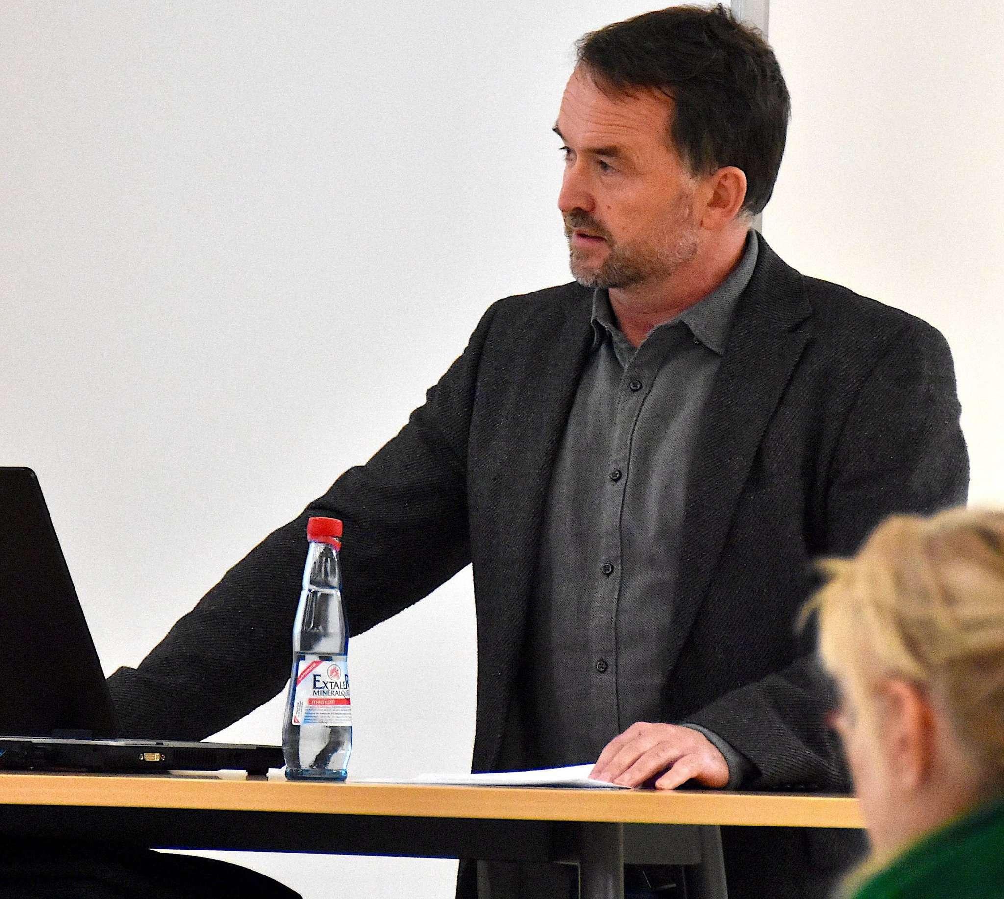 Dirk Eberle präsentierte einen umfassenden Informationskatalog zu den Lüftungsgeräten.