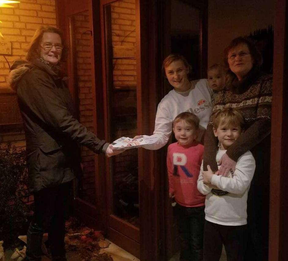 Die Organisatoren des Sportabzeichens lieferten dieses Mal die Urkunden frei Haus u2013 wie bei Familie Peter.