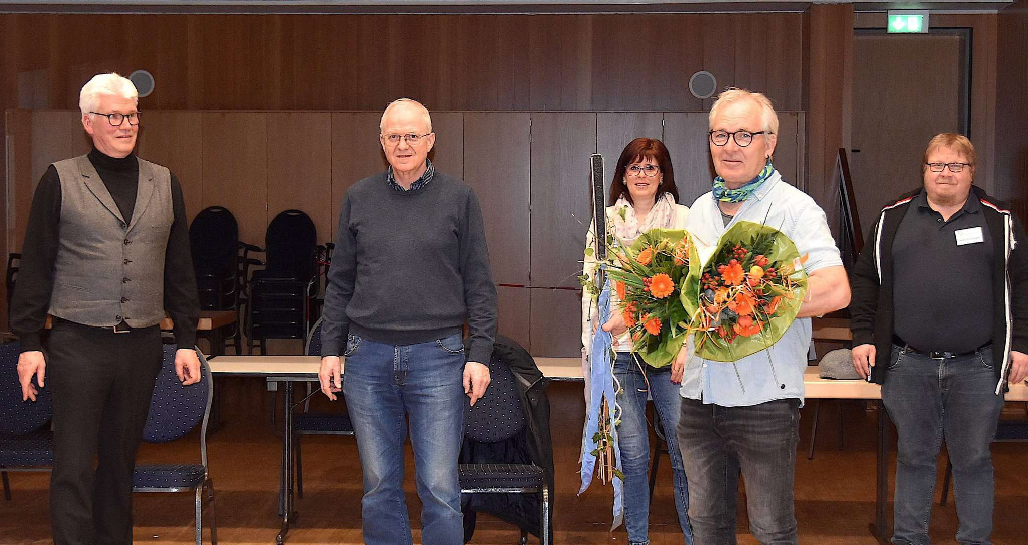 Ralf Goebel (von links), Gustav Stegmann und Nicole Kanapin sowie Heiko Grünhagen (rechts) bedankten sich bei Andreas Goehrt für dessen Engagement. Foto: Judith Tausendfreund