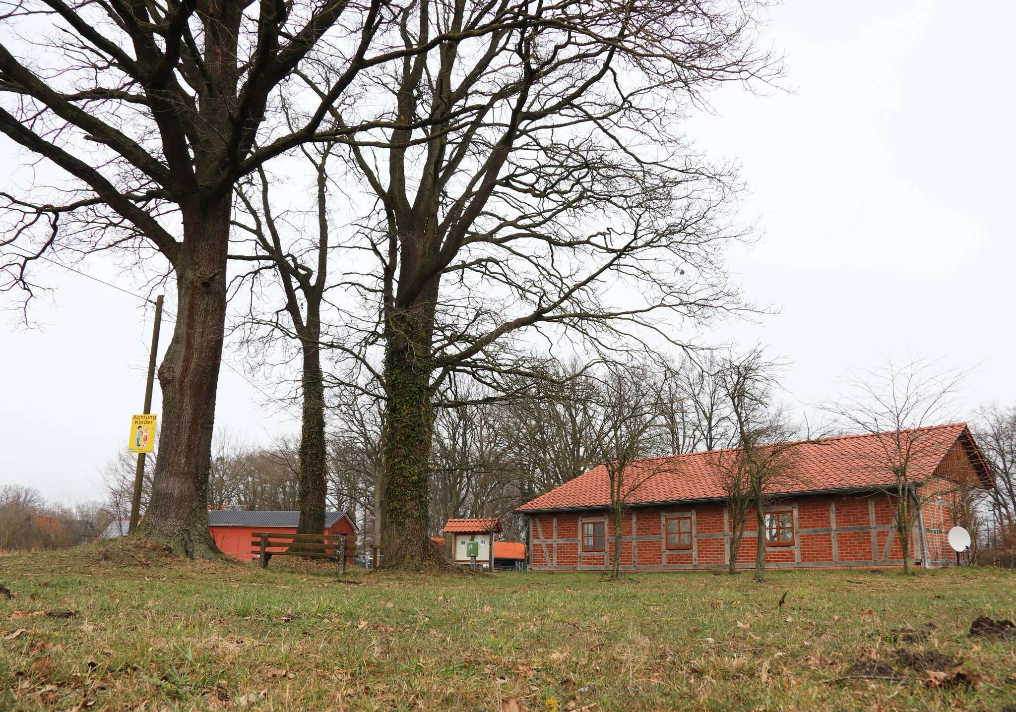 Das Gelände rund um die Remise in Buchholz soll Start- und Zielpunkt des neuen Ortsweges sein. Foto: Nina Baucke