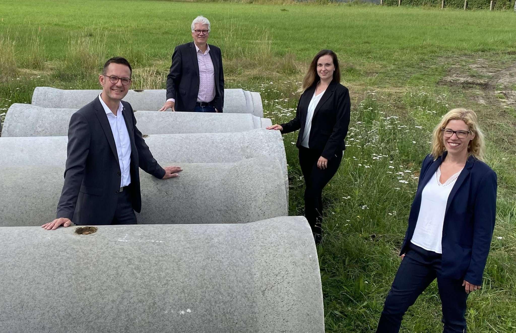 Auf der Baustelle. Von links: Andru00e9 Pannier, Ralf Goebel, Celina Dehning und Friederike Bischoff Foto: GEB