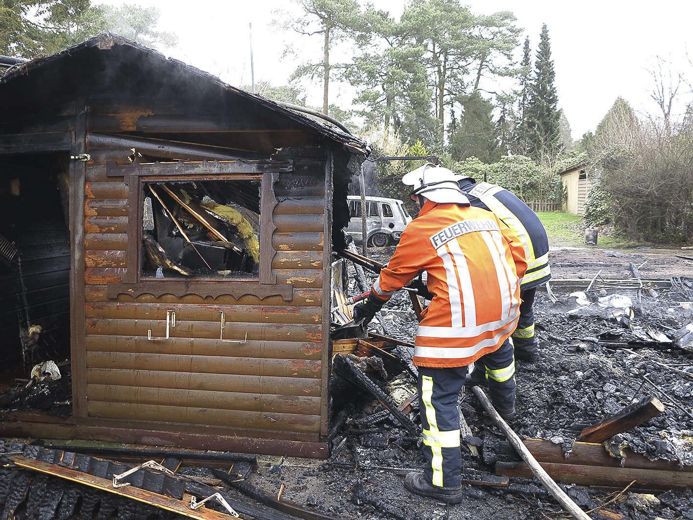 Mit rund 30 Einsatzkräften war die Feuerwehr am Otterstedter See im Einsatz. Foto: Elke Keppler-Rosenau