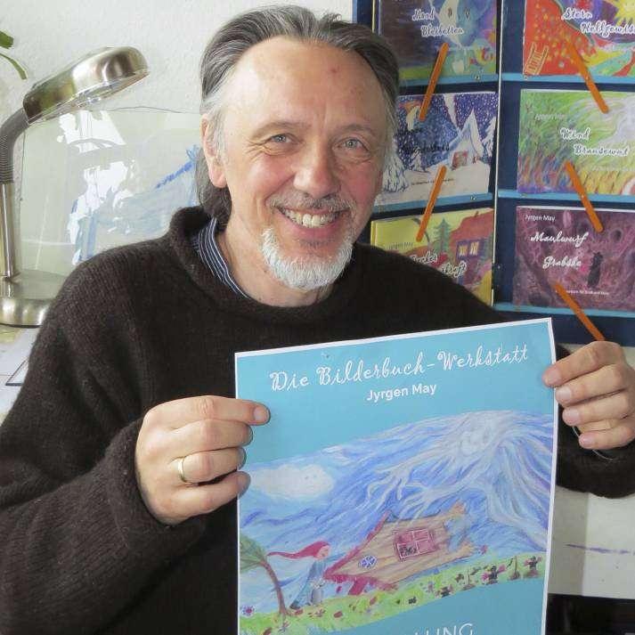 Jyrgen May zeigt mit seinen Bilderbüchern eine neue Facette seiner künstlerischen Vielfalt. Foto: Elke Keppler-Rosenau