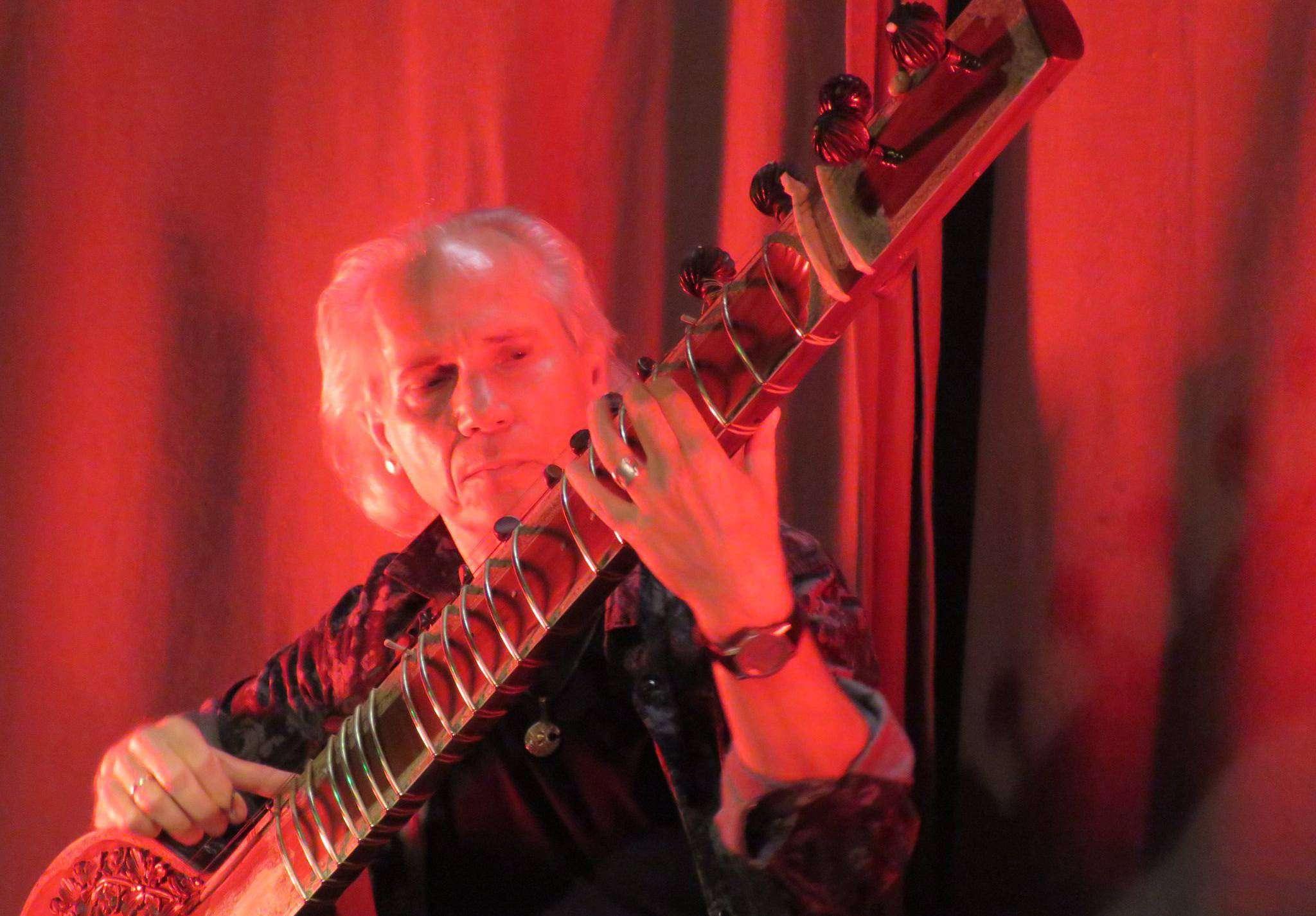 Harry Payuta trat mit Nob Welsh und Band im Bergwerk auf. Foto: Elke Keppler-Rosenau